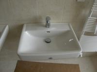 vybavení-koupelny-umyvadlo-a-radiátor